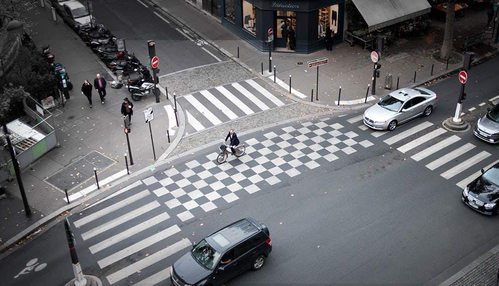 carrefour rues centre ville vélo voitures