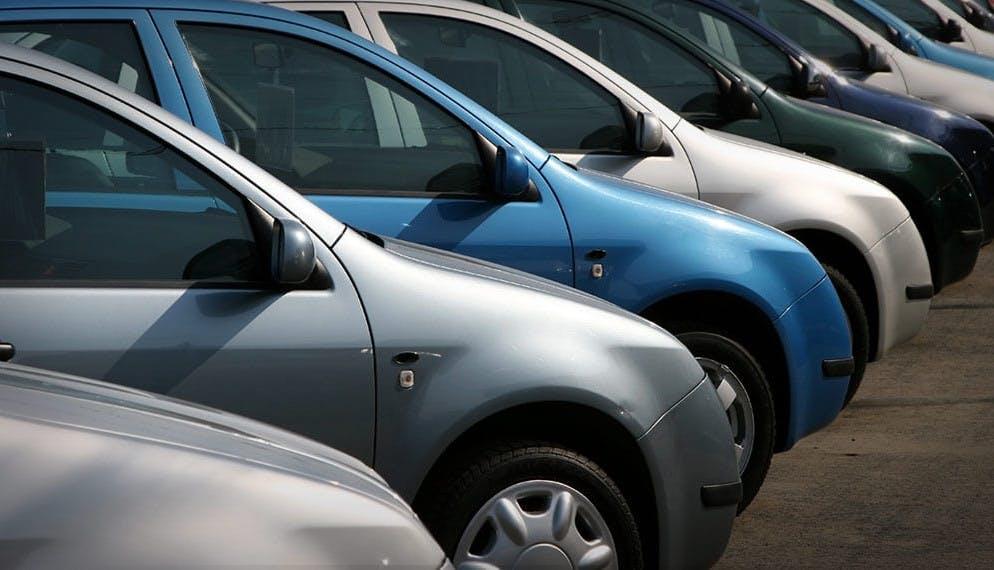 Le marché de l'auto en octobre : le neuf plonge, l'occasion bondit