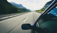 voiture autoroute déserte