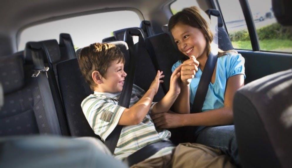 (S')Occuper des enfants en voiture