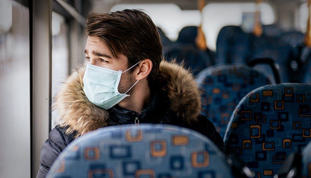 les recommandations de distanciation physique apparaissent difficiles dans les transports publics
