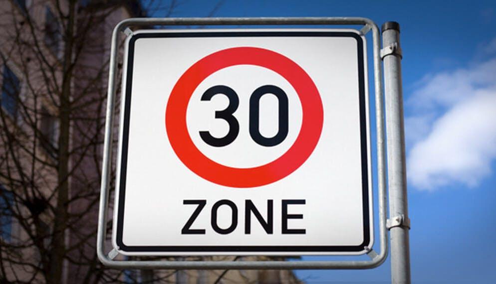 La vitesse bientôt limitée à 30 km/h partout dans Paris ?