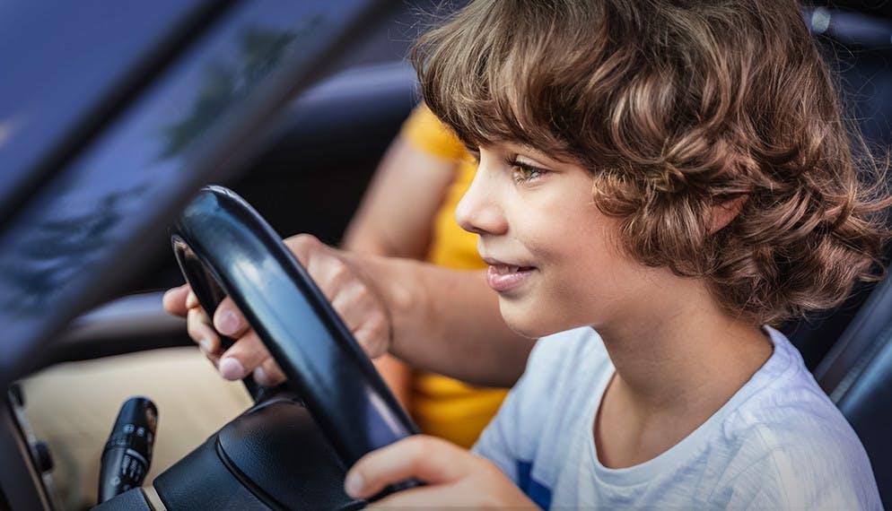 Conduire une voiture dès l'âge de 10 ans, c'est possible !