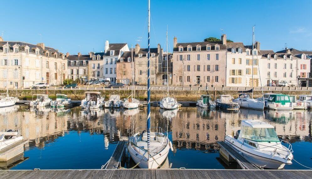 Confinement : ces citadins qui maquillent leur plaque d'immatriculation avec un autocollant de la Bretagne