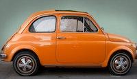 voiture ancienne marque italienne couleur orange