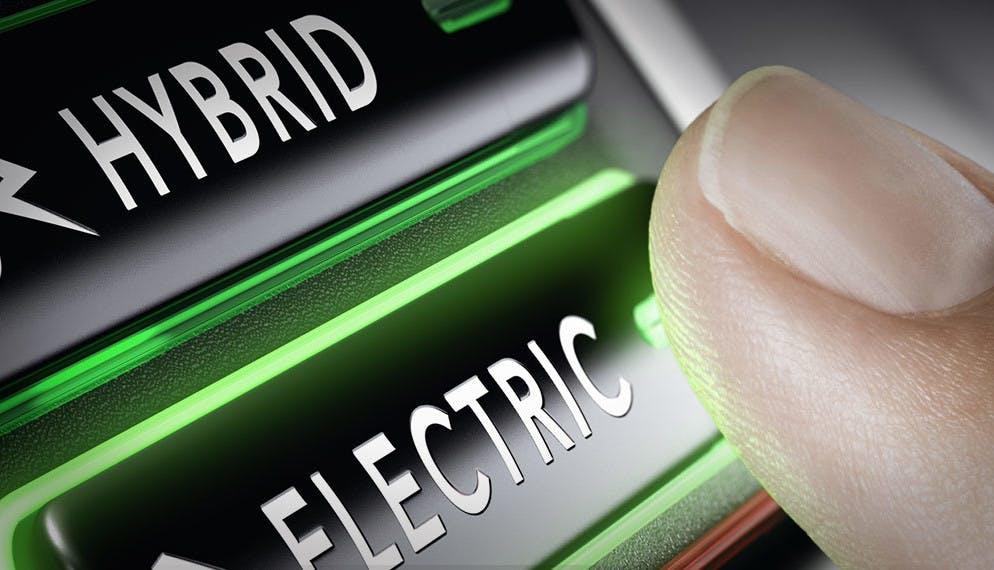 Moins utilisées en mode électrique que prévu : les voitures hybrides rechargeables consommeraient beaucoup plus de carburant qu'attendu.