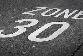 inscription zone 30 sur chaussée