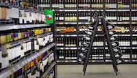 Rayon de vente de boissons alcoolisées dans supermarché