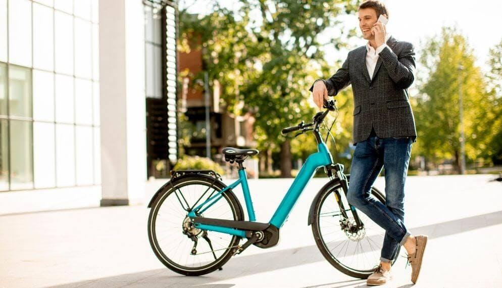 vélo électrique homme nature