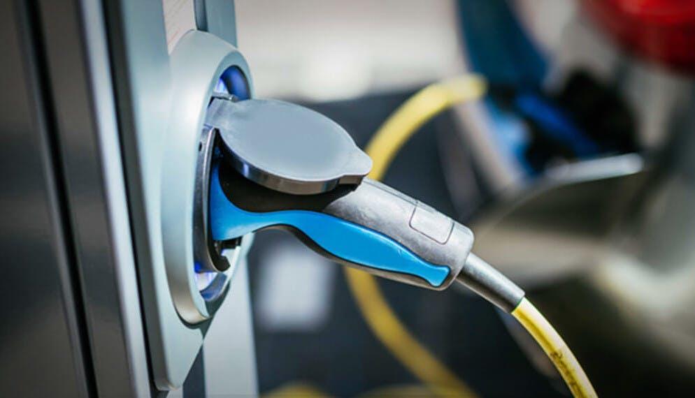 Voiture électrique : un nouveau crédit d'impôt pour l'installation d'une borne de recharge à domicile