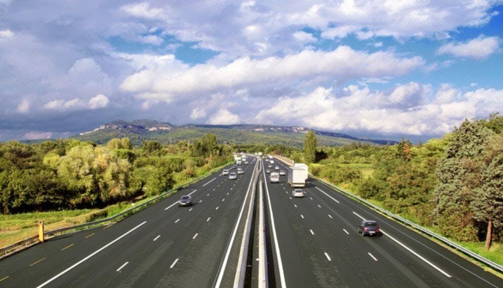autoroute campagne verdure
