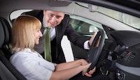 acheteuse vendeur voiture