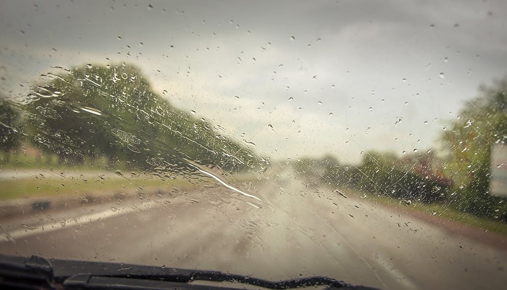 Pluie au volant : attention danger