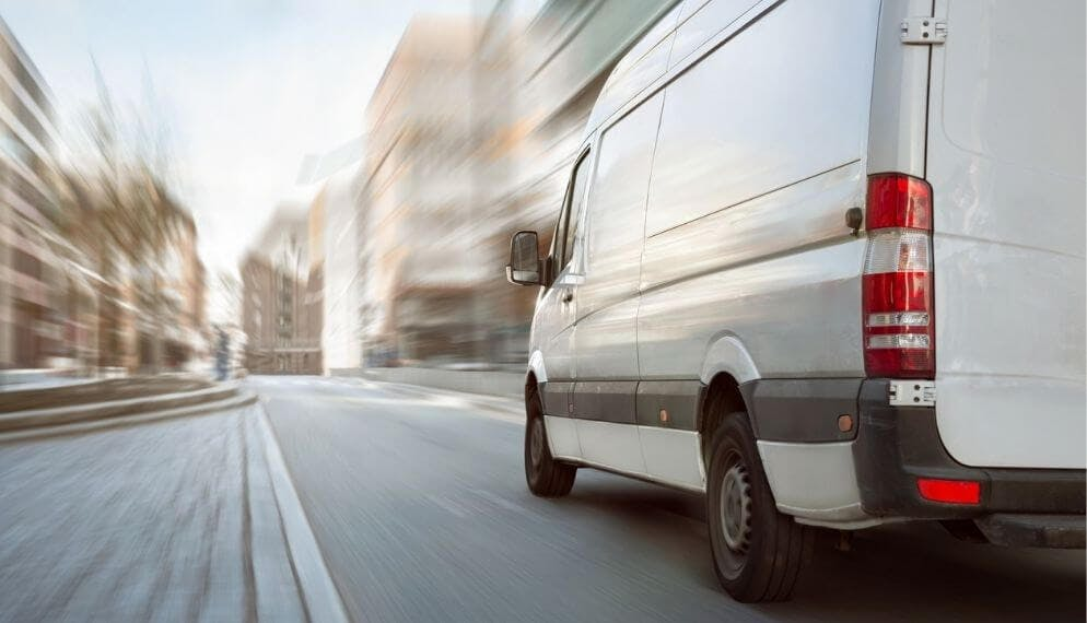 camionnette utilitaire route ville