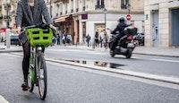 vélo moto scooter paris rue circulation