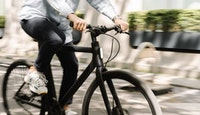 homme vélo électrique