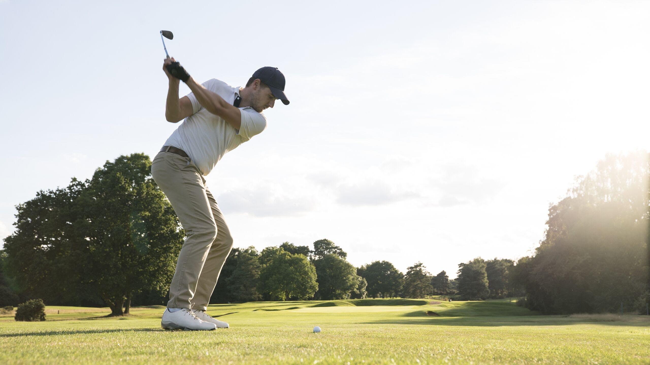 AXA Luxembourg : Comment couvrir mon matériel de golf sur un parcours ?