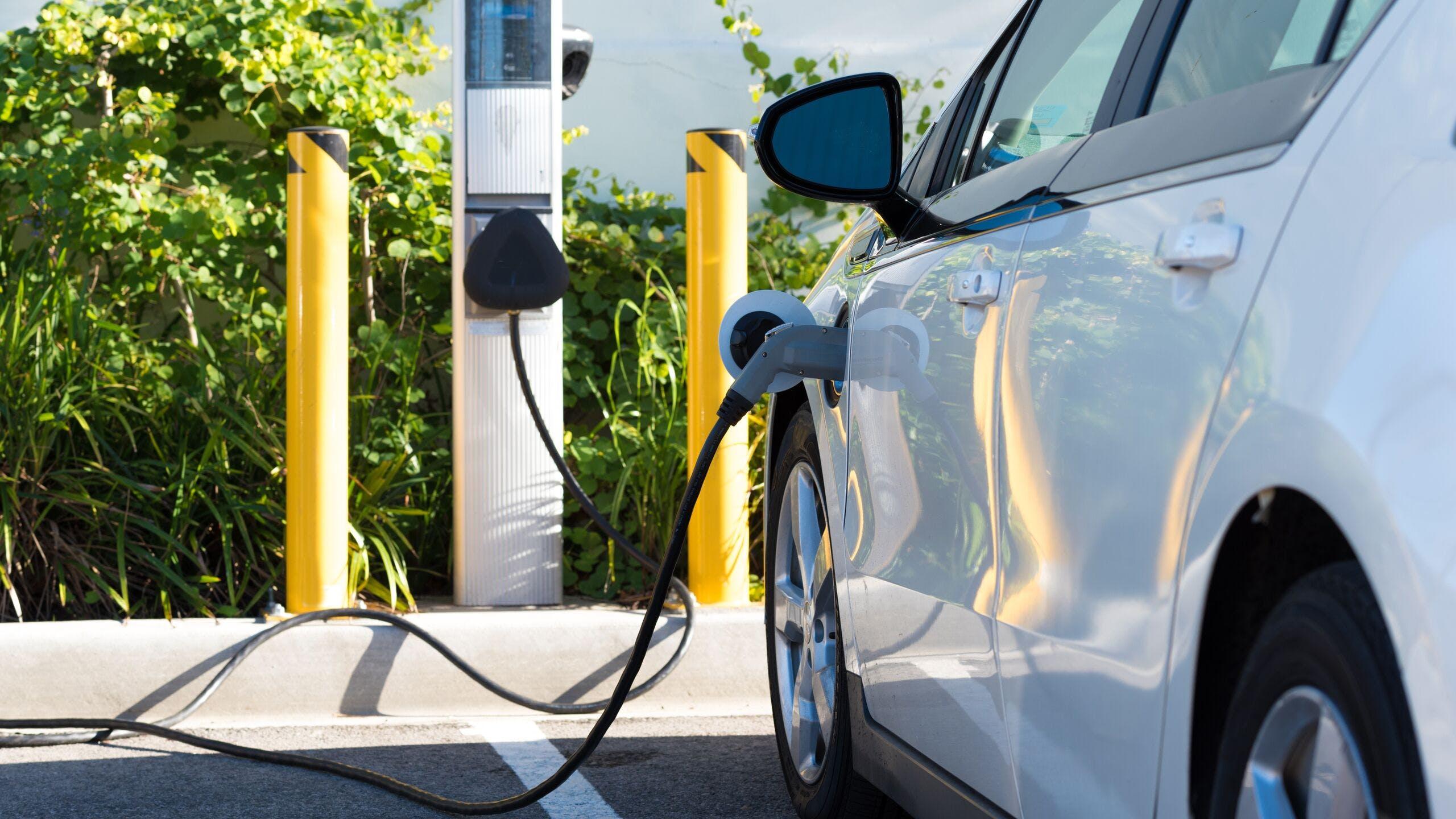 AXA Assurances Luxembourg - bornes de recharges pour voitures électriques au Luxembourg
